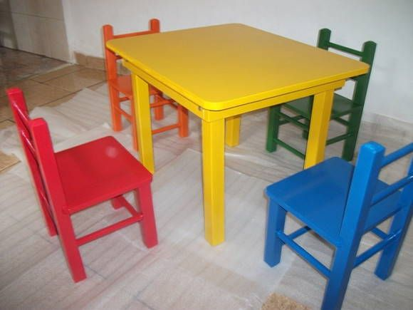 Mesinha Infantil de Madeira com  cadeirinhas -cod. 002/012  Mesinha em madeira maciça de Pinnus e MDF nas medidas de :  0,60 x 0,60 x 0,52 cm de alt. s/gaveta (c/4 cad. )   R$ 319,00 -Opção - 1 0,60 x 0,60 x 0,52 cm de alt. c/gaveta (c/4 cad. )   R$ 355,00 - Opção - 2   Cadeirinhas suportam até 80 kgs p/crianças de 2 até 10 anos de idade  Acabamento em Pintura de  esmalte sintético  Diversas cores sob encomenda  Com termo de garantia do fabricante de até 90 dias  Fretes  e prazos de…