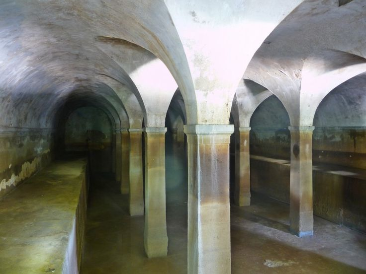 Η Αδριάνειος δεξαμενή στους πρόποδες του Λυκαβηττού στο Κολωνάκι. Φωτογραφία: Παναγιώτης Δευτεραίος/urbanspeleology.blogspot.com/LIFO.