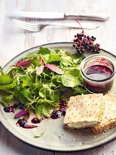 Rezept Wildkräutersalat mit Ziegenkäse-Hanuta, unser Rezept Wildkräutersalat mit Ziegenkäse-Hanuta - gofeminin.de