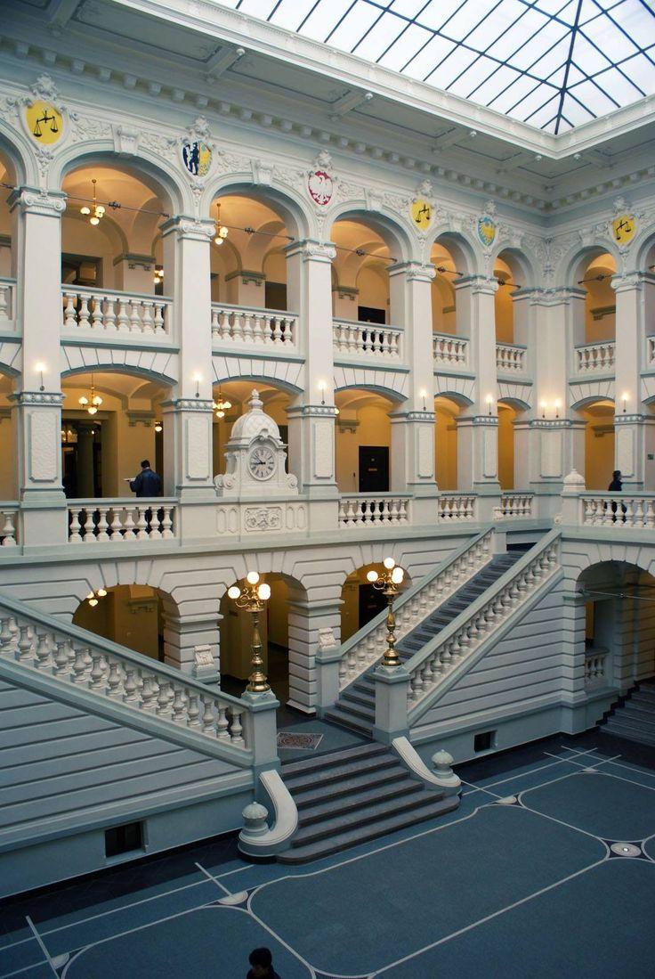 Górny Śląsk: Bytom - dziedziniec sądu │yard of the district court │ photo Anna Kozubik