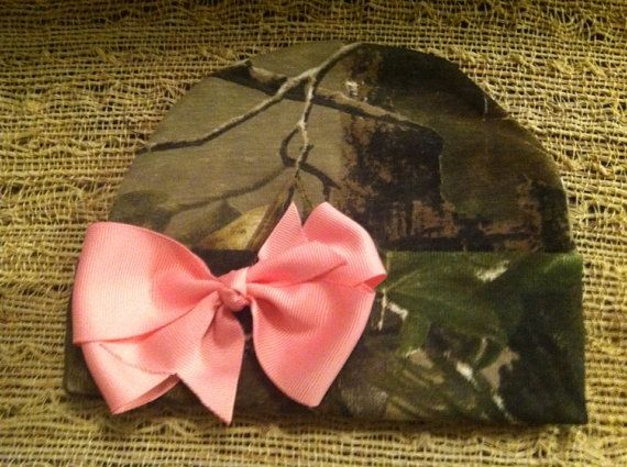 Infant and toddler camo bow hat by Espositos Bowtique. Customizable bow color and size.