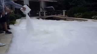 Ardan News: Dry Ice in a swimming pool