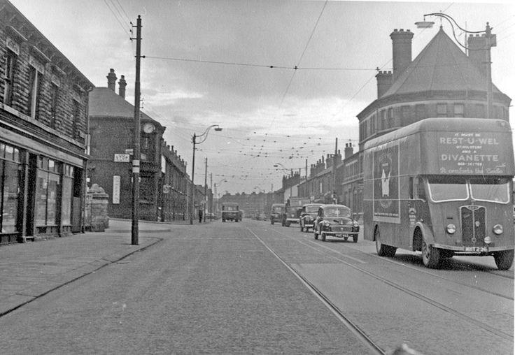 Queen's Road at junction with Myrtle Road and Shoreham Street, No 528, Earl of Arundel and Surrey Hotel, right, Hodkin and Jones Ltd., Building Material Merchants (Havelock Bridge Works), left