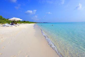 Questa è la spiaggia che vi mettiamo a disposizione a #Kelaa Island .. a 1680€ volo incluso, pasti inclusi... Più di così!! :P #maldives #viaggiare #lowcost #viaggi #travel #maldive
