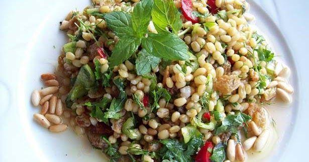 Diyet yapanlara özel besleyici, hafif, diyet salata tarifleri ile beslenmenize renk, lezzet katın.