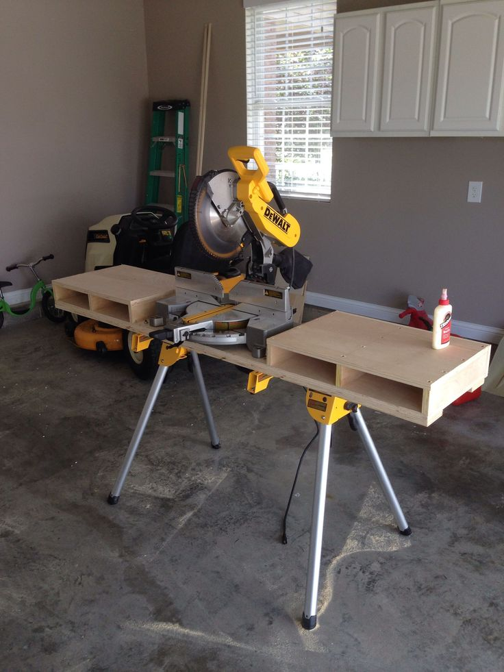 New DeWalt miter saw and stand with custom built table. #WoodworkingProjectsWithJig