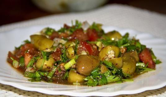 Yeşil Zeytin Salatası Tarifi / Marifetlitariflerden yemek tarifleri