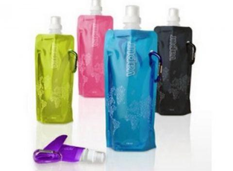 Skladacia fľaša na vodu s karabínkou v 3 farbách: pomarančová, zelená, žltá.