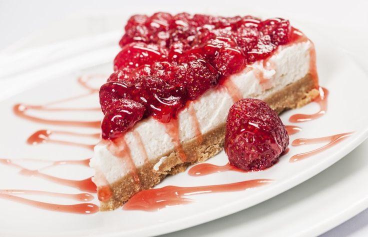 Confira receitas de cheesecake que podem ser simples ou combinações muito saborosas. Também é possível conferir diversos modos de preparo.