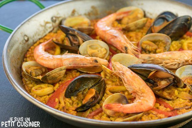 Comment faire une paëlla aux fruits de mer en respectant la tradition de la vrai recette espagnole. Recette facile étape par étape. C'est délicieux !