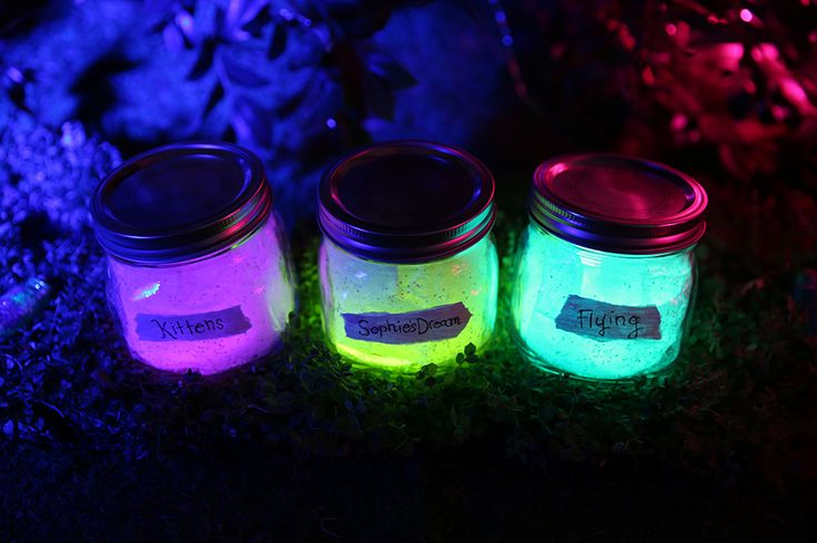 Do you dream of Big Friendly Giants? Celebrate The BFG with some glowing, colorful DIY Dream Jars—just like in the movie!