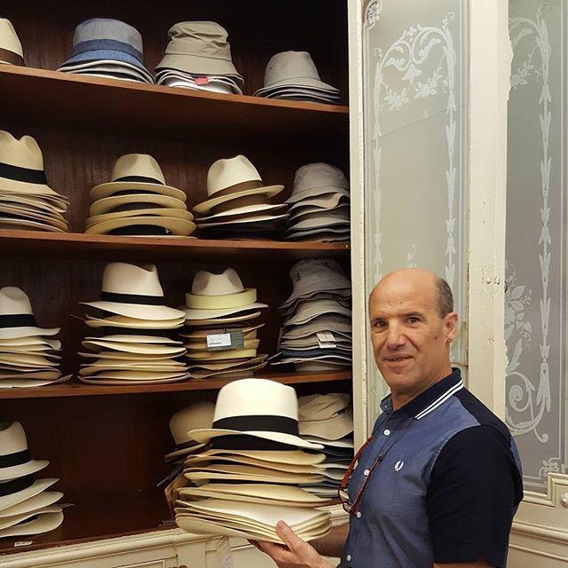 Casa Ponsol. Fundada en San Sebastián en 1838, es la sombrerería más antigua de Euskadi y una de las más señeras de España. Iñaqui Leclercq García (en la foto) es la cuarta generación de la familia. #casaponsol #sombrero #hat #store #tienda #owner #older  #clothing #fashion #moda #style #estilo #handmade #hechoamano #artesanía #craft #lifestyle #sansebastián #donosti #euskadi