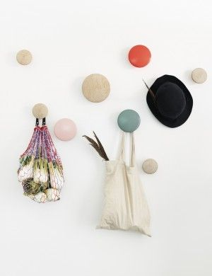 The Dots – Modern Scandinavian Design Coat Hooks by Muuto - Muuto Kapstok gang beneden