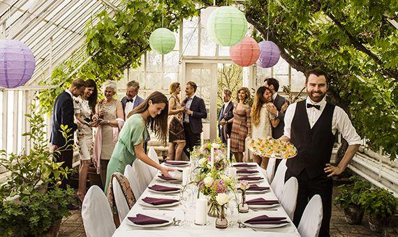 Ruoka on tapa tuoda ihmisiä yhteen. Ruoka yhdistää. Inspiroiva kattaus kohottaa tapahtuman tunnelmaa ja tekee siitä unohtumattoman elämyksen – juhlan kaikille aisteille, ei vain makuaistille. http://www.duni.com/fi/
