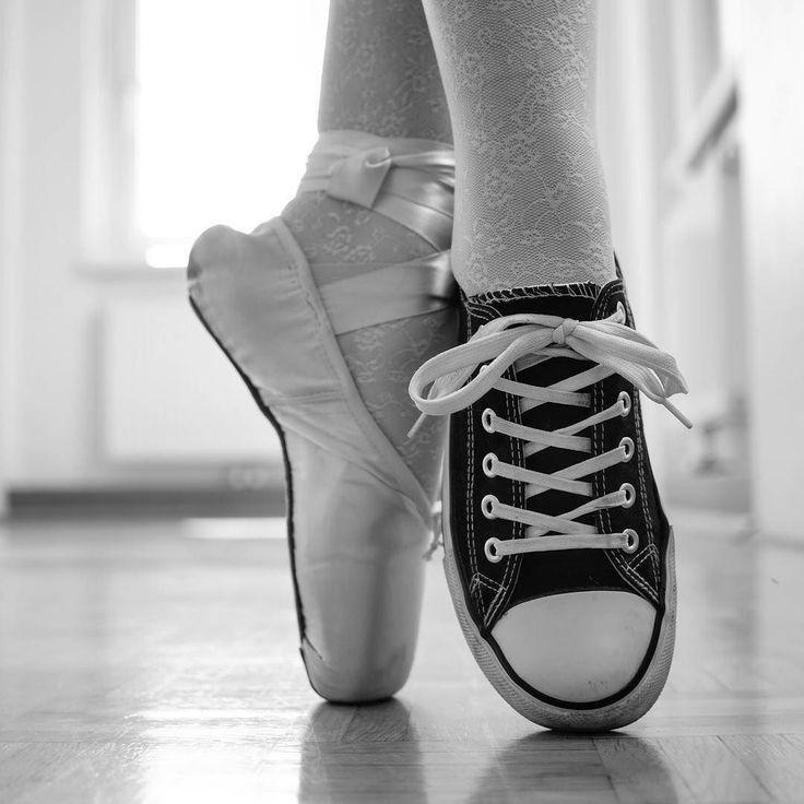 Danke @_hoella für de hübschen bilder! #schwarzweiss #ballett #converse #love