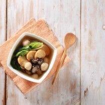 Sop pokcoy jamur sehat dan menyegarkan.