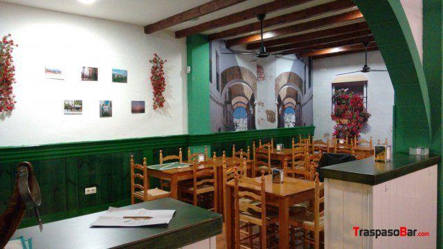 Se traspasa negocio de hosteleria por 15. 000€ en funcionamiento ubicado en #LagunadeDuero zona cercana a la plaza de toros. + info en: http://www.traspasobar.com/anuncio/valladolid/traspaso-bar-en-laguna-de-duero-14030.html