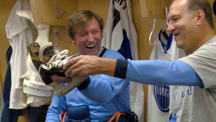 Follow along as Oilers TV gets behind the scenes access inside the Oilers Alumni locker room and listen in on Craig Simpson and Curtis Joseph