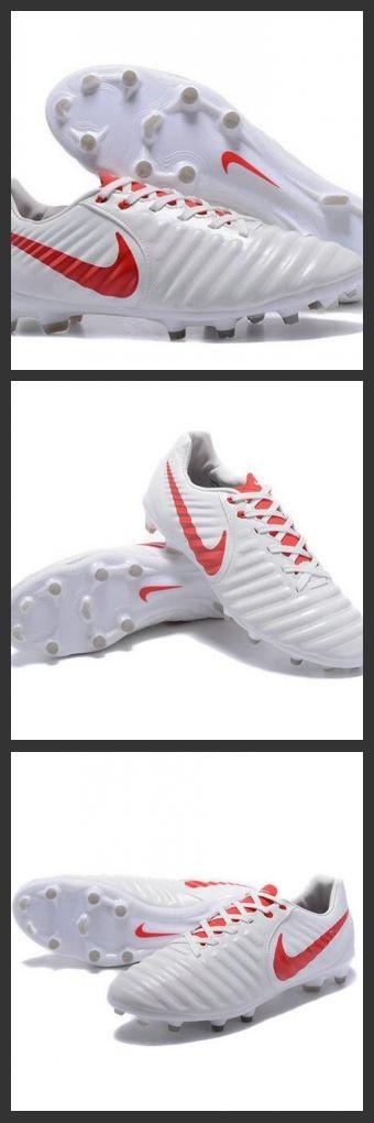Nike Tiempo Legend 7 FG Scarpe da calcio Uomo Bianco Rosso Le Nike Tiempo Legend VII per terreni compatti sono scarpe da calcio per uomo che offrono un comfort imbattibile, un ottimo tocco e controllo per un gioco potente.