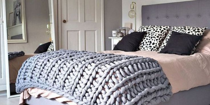 Huge Knit blanket for a cozy and chic bedroom (handmade in 4 hours!)