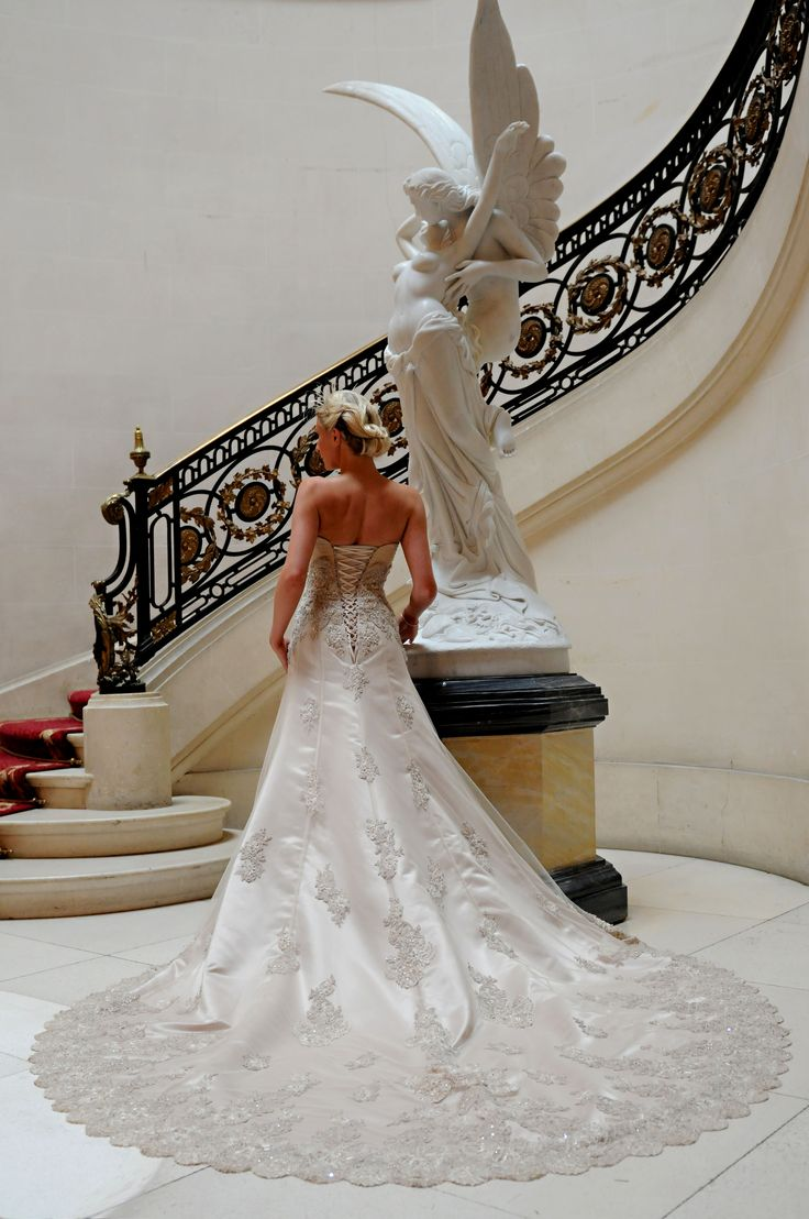 The dress house luton - A Beautiful Bride A Beautiful Wedding Dress A Beautiful Setting By The Marble Staircase