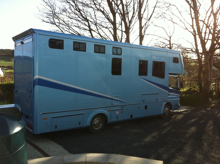 This 1998 7.5 tonne #Mercedes 815 Chassis #horsebox carries up to 2 horses plus living | For sale on #HorseDeals