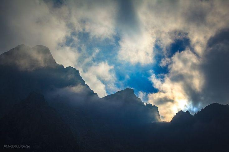 Darkness is coming... by Maciek Sulkowski