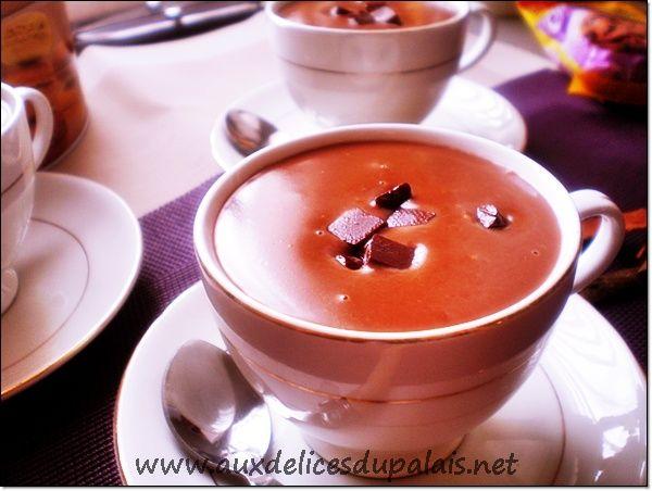 Recette chocolat chaud épais facile & rapide ; Salam allaicom, bonjour une délicieuse boisson onctueuse au cacao le fameux chocolat chaud parfumé à la vanille et à la cannelle, un pur bonheur pour les papilles.Une recette super facile et rapide pour se...