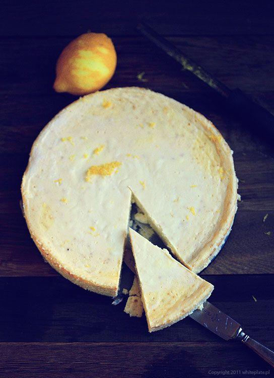 Белый плиты: Классический лимонный чизкейк