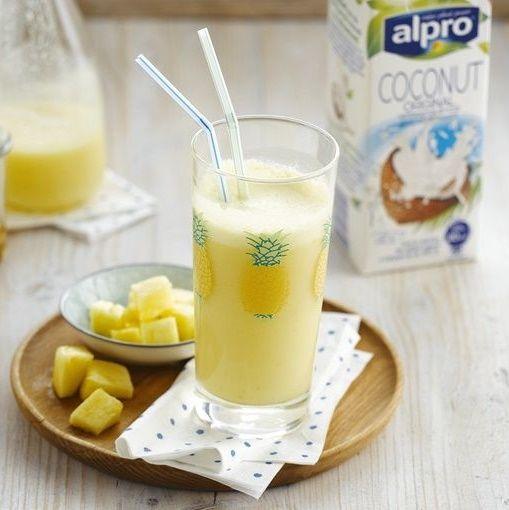 Σμούθι με γάλα καρύδας και ανανά