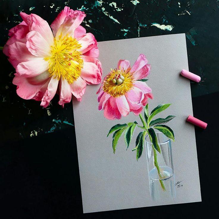 Вчера перед сном с мужем решили прогуляться и...принесли домой такой маленький розовый бутончик. Легли спать, а утром увидели такую красоту!!! Пионы-волшебные цветы! Очень-очень люблю их. Пусть эта красота навсегда останется в моем сердце и на бумаге.  И #пастель я скучалааа!! #цветокпастелью #пион #пионы #topcreator #вдохновение #красивыйинстаграм #flatlay Ну, а сейчас пойдем на озеро #sunpark слушать шум дождя и пить чай! p.s. фото можно листать! #темныйфон #розовыйцвет