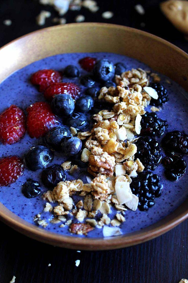 Dünne Erdnussbutter - Protein - Smoothie - Schale |  Unter 300 Kalorien |  Veganer Eiweiß Smoothie |  Erdnussbutter-Smoothie-Schüssel |  Hausgemachte Granola |  Dünner Smoothie