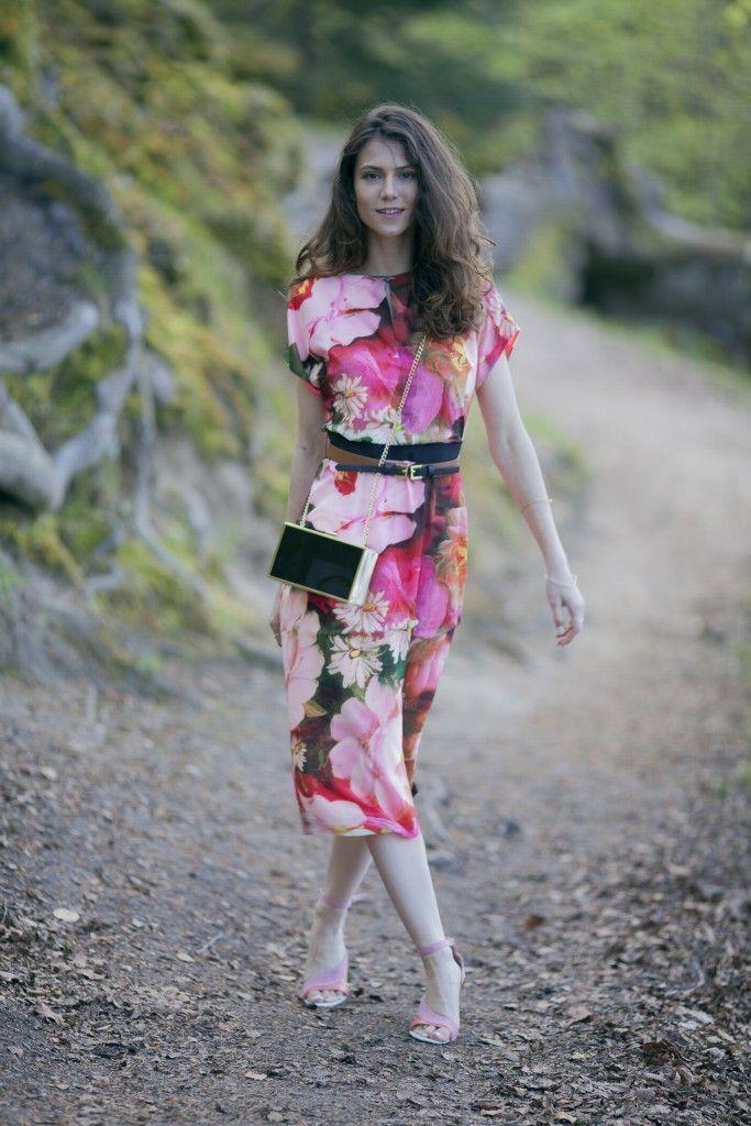 I was wearing @TedBaker #TedBaker #floraldress #dress #flowers #pink #streetstyle #fashion #mystyle #moda #zarashoes #zaraheels