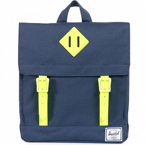 Младшая версия Herschel Survey, адаптированная под рост ребенка. Этот удобный компактный рюкзак с потайным карманом на молнии вместит все необходимые мелочи и отлично подойдет для ежедневных походов в школу.