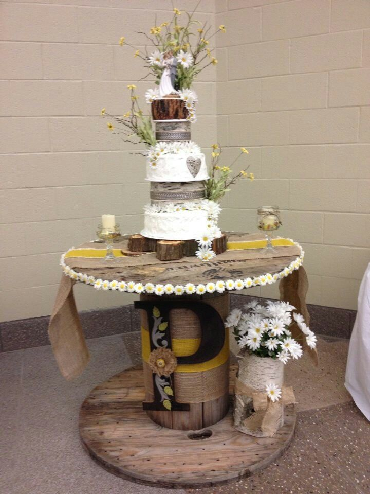 Rustic wedding cake with a custom wooden rustic cake stand #rusticwedding #rusticcakes #rusticwedding decor