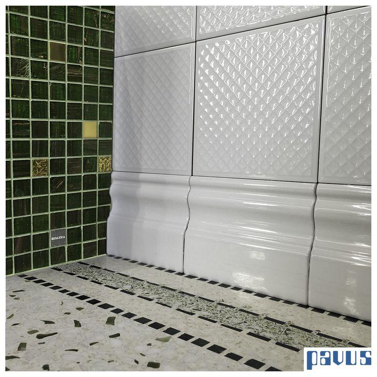 - Un bellissimo mosaico Bisazza in verde e oro - Un pavimento in seminato sui toni del verde - Un rivestimento affascinante di Etruria Design