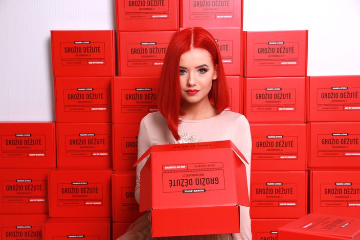 Moments from photoshoot. Grožio Dėžutė (Beauty Box) - secret inside every box. Full of cosmetics and surprises. Can't wait to see what's inside! Red hair don't care! #beautybox #groziodezute #raudonadezute #groziodraugas #photoshoot #redhairdontcare #red