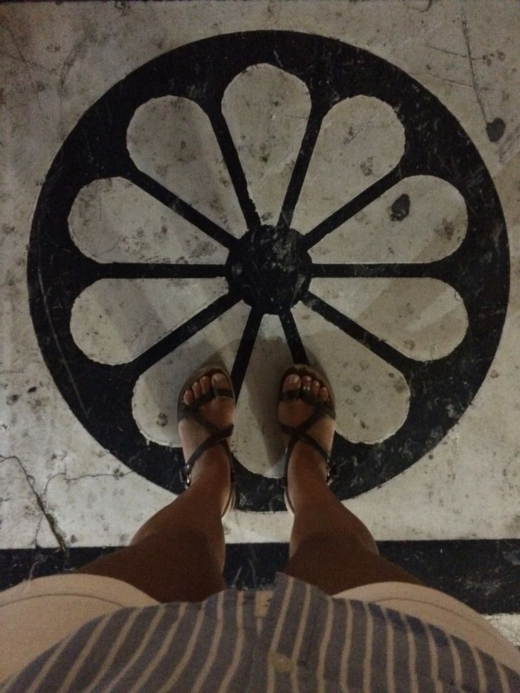 Atene 2016. #pattern #fromwhereistand #greece #ihavethingswithfloors #tiles #selfeet #iges_perspective #picoftheday #feet #havethingswithfloors #colors #geometric  #ihavethisthingwithtiles #stonesfloor #stone #athens #aiolou