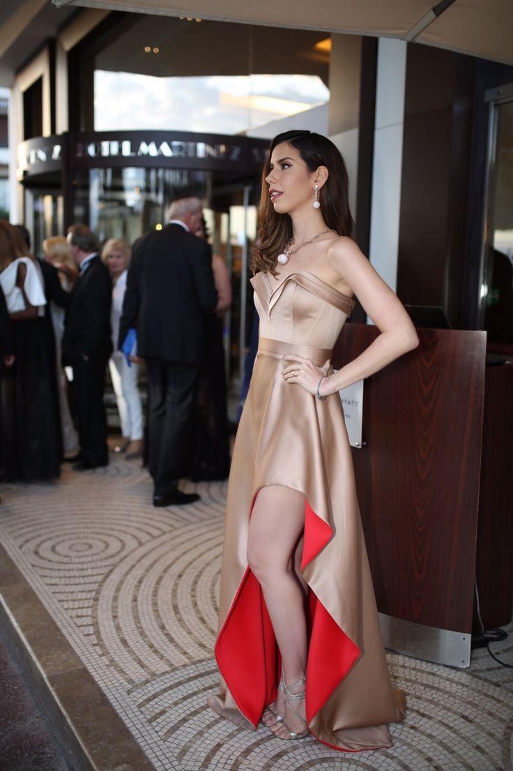 Look do dia: vermelho e dourado em Cannes