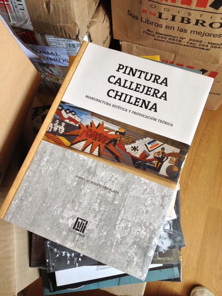 Pintura Callejera Chilena por Patricio Rodriguez-plaza    http://www.8libros.com/buscar.php?tipo_busqueda=todos=pintura+callejera==0=0    #libro #book #pinturacallejerachilena #ocholibros #chile #diseño #diseñoeditorial #design
