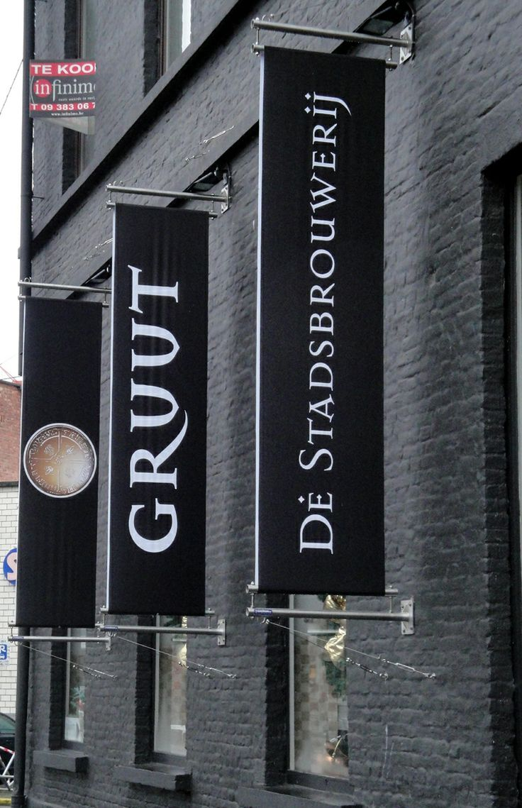 Brewery Gruut at the Grote Huidevettershoek in Ghent. The head of the brewery is a woman. The make 4 different beers: a white, a blond, an amber and a brown.