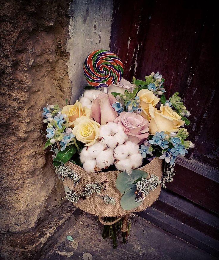 "67 aprecieri, 3 comentarii - Floraria Dorothy's (@florariadorothys) pe Instagram: ""Lollipop.. #sweet16 #flowergift #cluj #clujlife #clujnapoca #floricluj #florariecluj #clujcenter…"""