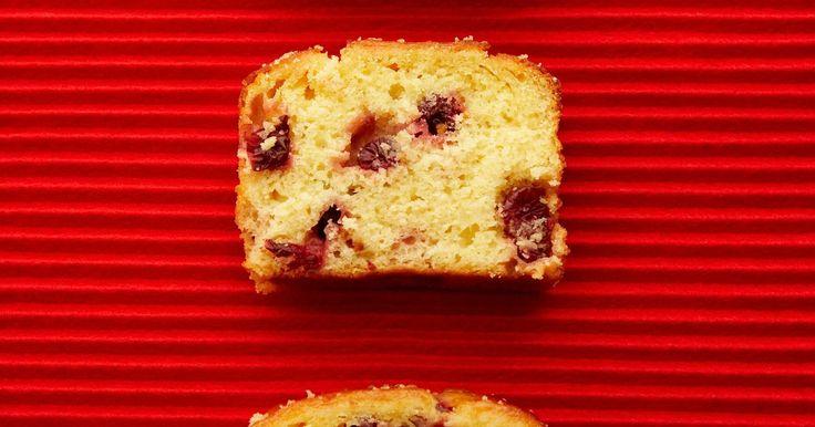 O que faz crescer mofo no pão?. Além de outros nutrientes úteis, os pães são ricos em amidos, os quais são polímeros feitos de moléculas de açúcar. Da mesma forma que o pão nos alimenta, ele também pode servir de comida para outros organismos, como os fungos.
