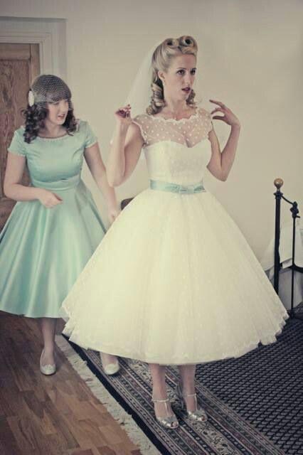Kurzes Brautkleid. Beeindruckend. Ich mag keine kurzen Kleider, aber wow. – Hochzeitskleid