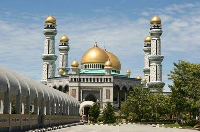 Hassanal Bolkiah, Brunei