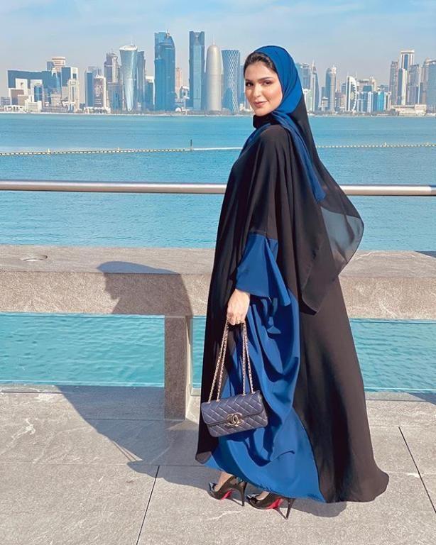 صور عبايات حنين الصيفي 2020 تعمل مدونة الموضة الخليجية الشهيرة حنين الصيفي على نشر موديلات العبايات المختلفة الجديدة بش Abayas Fashion Modesty Fashion Fashion