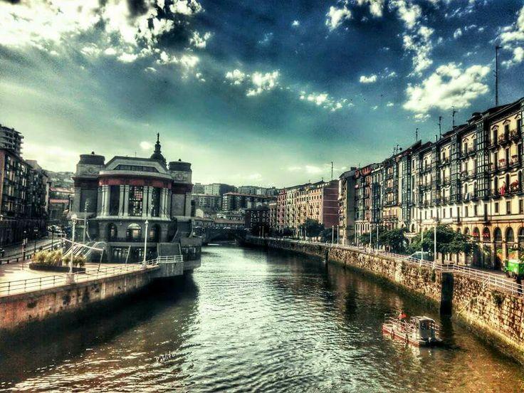 Bilbao. Ria a la altura del mercado de la Ribera