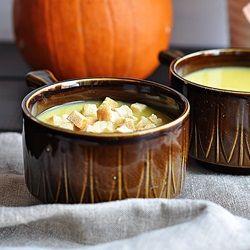 Rozgrzewająca zupa z dyni z dodatkiem imbiru. Idealna na jesienno-zimowe dni.