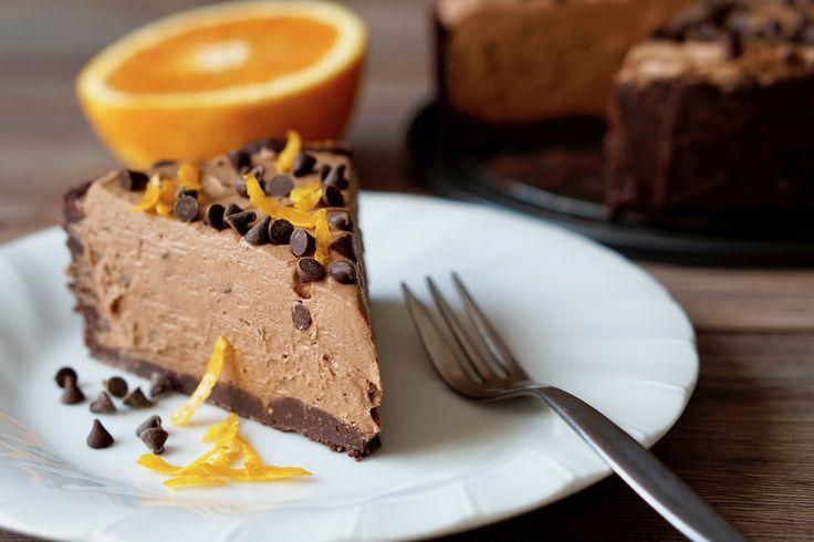 CHEESECAKE AL CIOCCOLATO E ARANCE SENZA COTTURA Un Dolce Golosissimo, Cremoso e Facile da Realizzare. Il Cheesecake al Cioccolato e Arance Senza Cottura vi