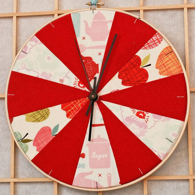DIY - how to make an embroidery hoop clock by a²(w) - asquaredw - asquaredw.com